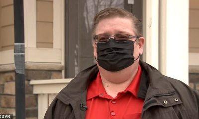 Jeff Johnson, de 49 años (en la foto), de Brighton, Colorado, experimentó coágulos de sangre en la pierna una semana después de recibir la vacuna contra el coronavirus Moderna en los Centros de Salud de la Familia Salud.