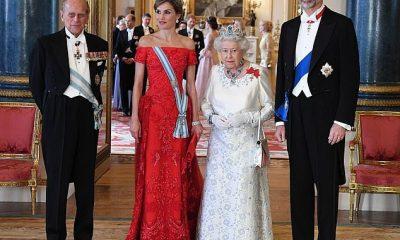 El rey Felipe y la reina Letizia de España representada en el Palacio de Buckingham con la Reina y el Príncipe Felipe