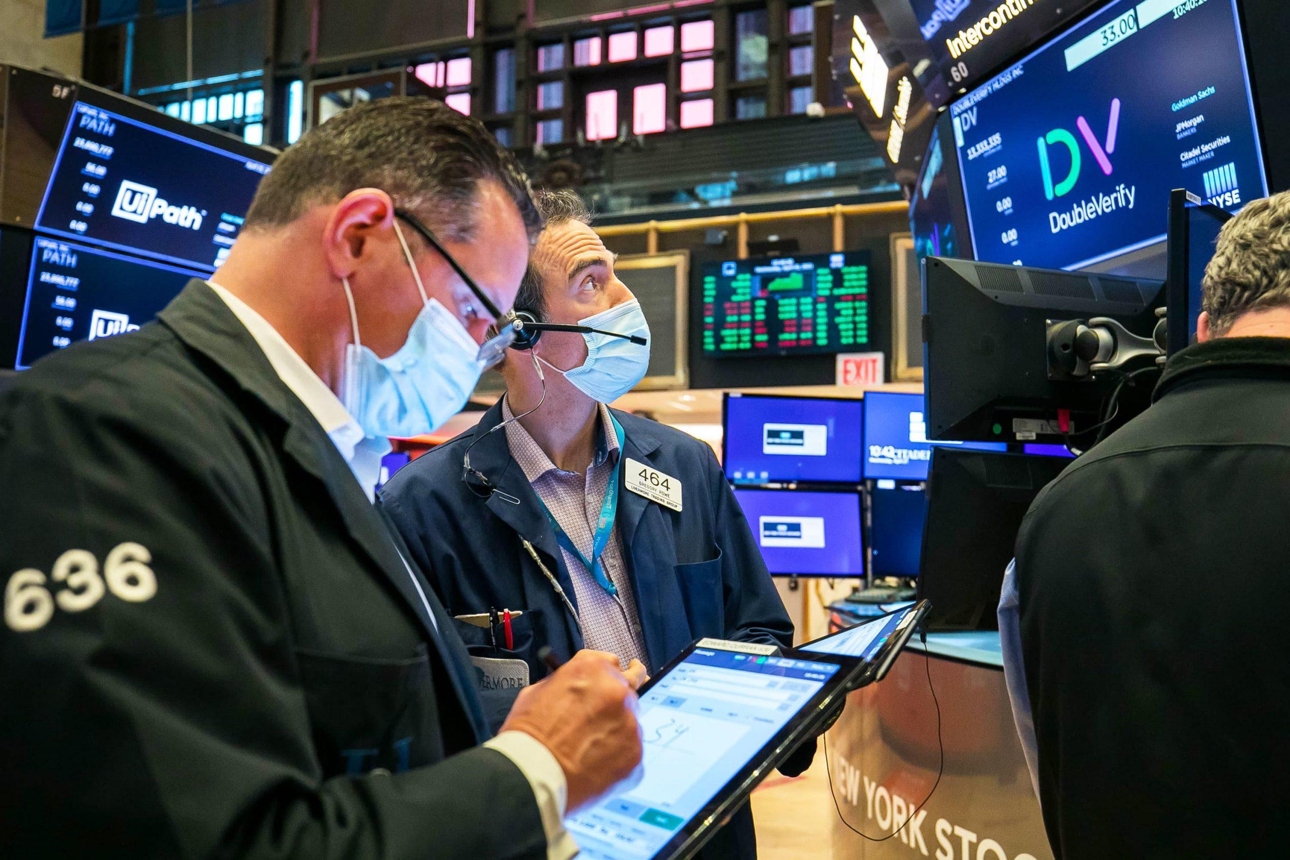 Los futuros de acciones suben después de que las preocupaciones sobre el aumento del impuesto sobre las ganancias de capital impulsa la venta