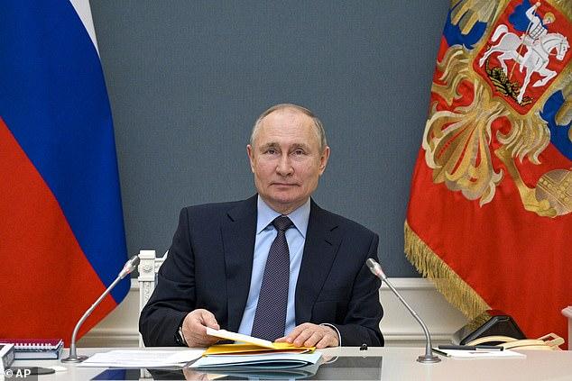 El presidente ruso Vladimir Putin asiste a una sesión de la Sociedad Geográfica Rusa a través de un enlace de video en Moscú, Rusia, el miércoles 14 de abril.