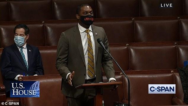 El representante Mondaire Jones provocó furia en el piso de la Cámara cuando dijo que la razón por la que los legisladores republicanos estaban tan preocupados por que DC tuviera un vertedero era porque necesitaban un lugar para poner 'toda la basura racista que mis colegas han traído a este debate'.