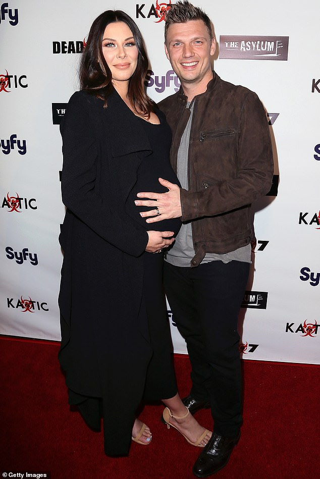 Familia en crecimiento: Nick Carter tuiteó el jueves por la mañana que su esposa Lauren Kitt había dado a luz a su tercer hijo;  aparecen en la foto en 2016 mientras ella estaba embarazada de su hijo Odin
