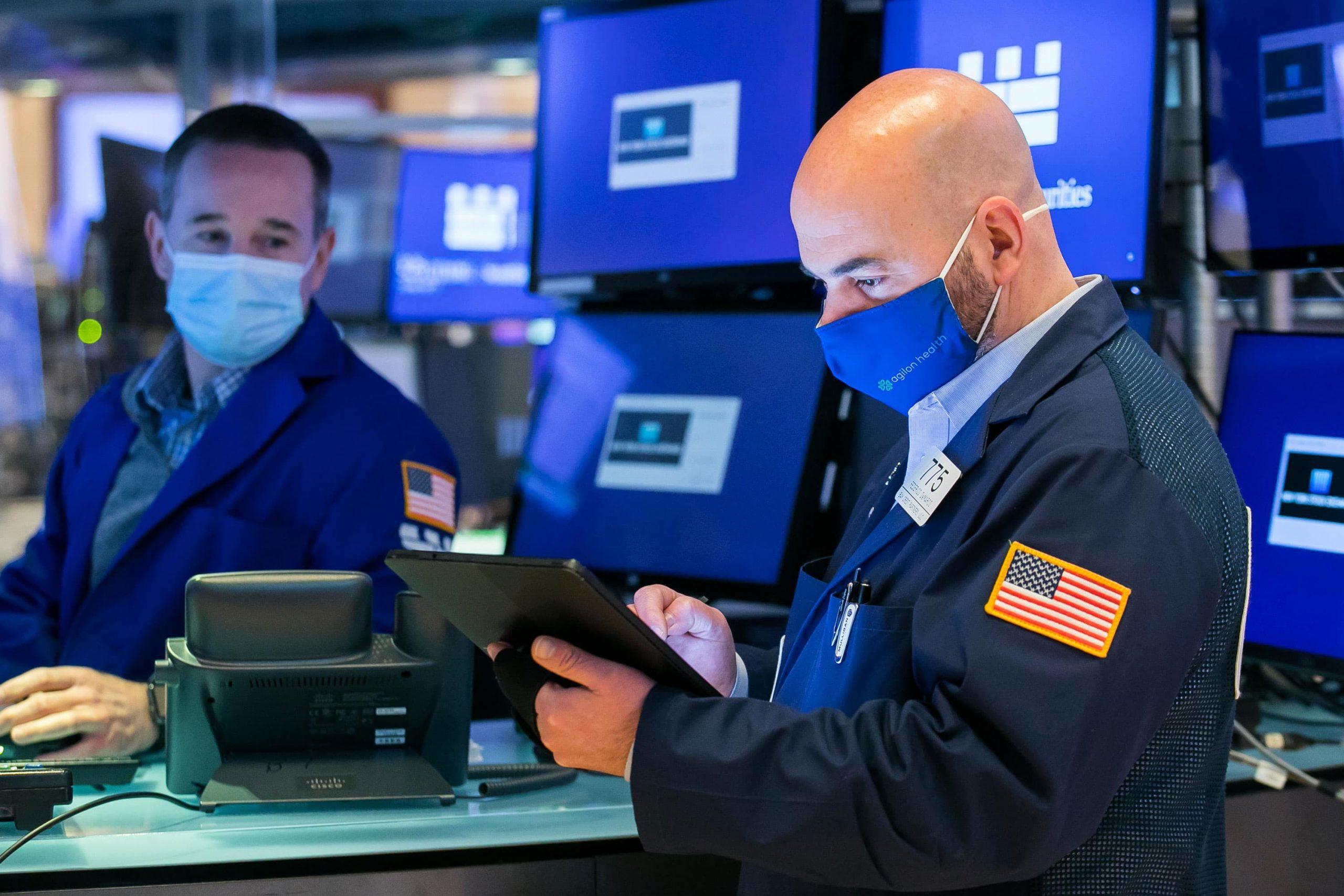 Los futuros de acciones se mantienen planos después de que Dow, S&P 500 publican una semana perdedora