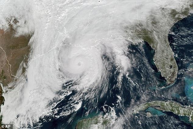 Los promedios para la temporada de huracanes del Atlántico han aumentado un huracán y dos tormentas con nombre por año.  En la foto: en 2020, el huracán Zeta cubrió más de 1,000 millas de tierra antes de perder energía.