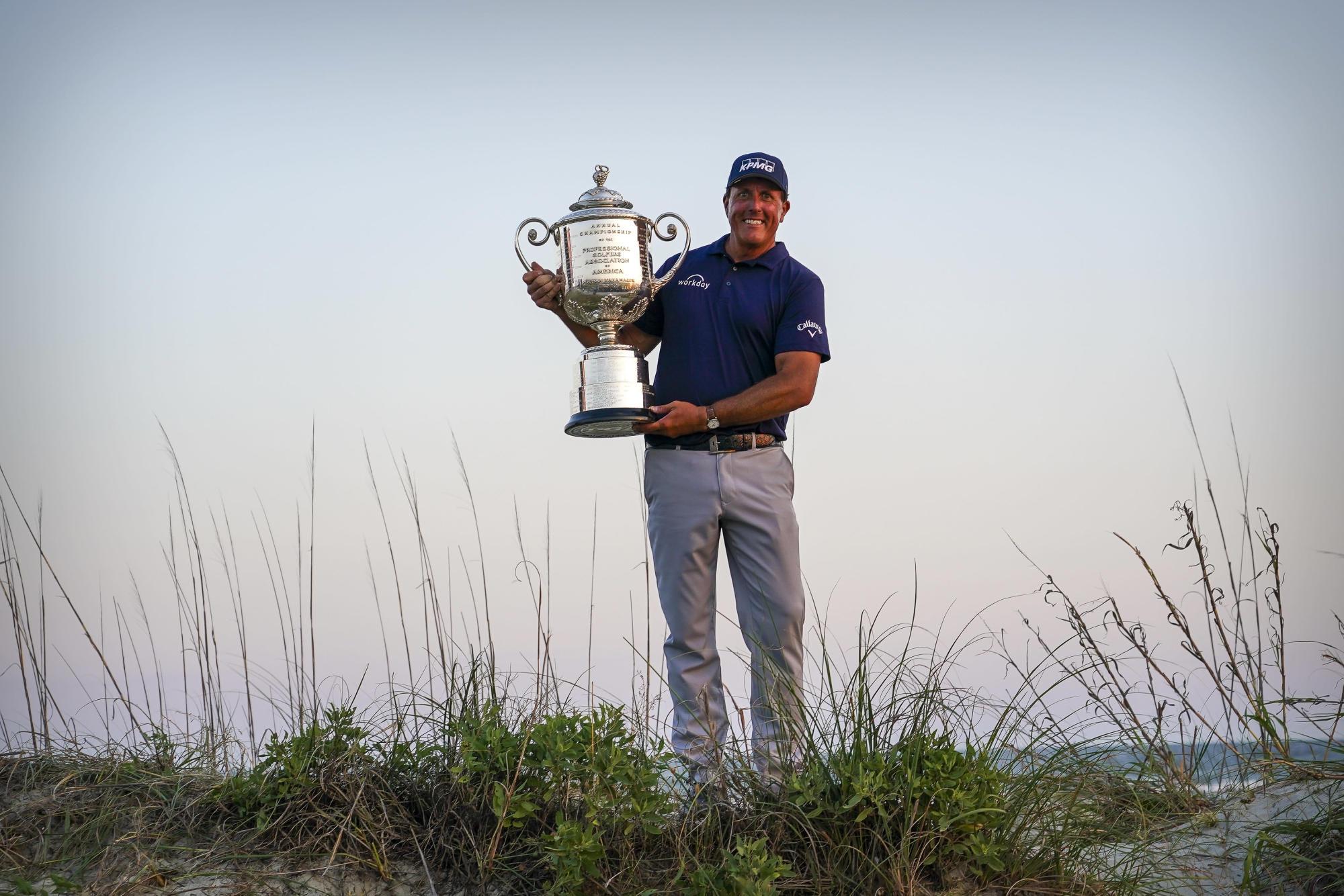 En su propio tiempo: Phil, de 50 años, gana la PGA