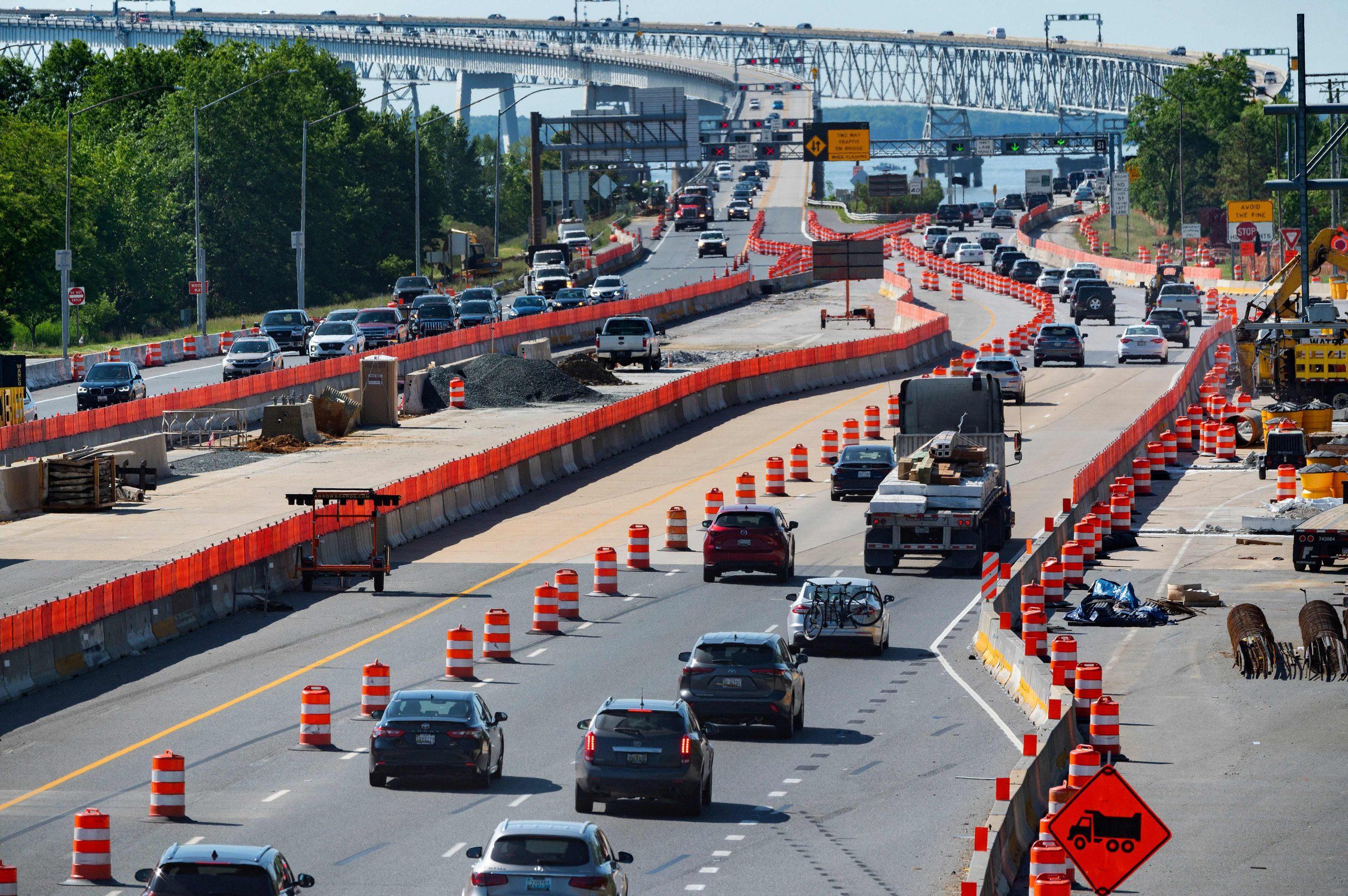 Los senadores llegan a un acuerdo bipartidista sobre $ 300 mil millones para carreteras, caminos y puentes