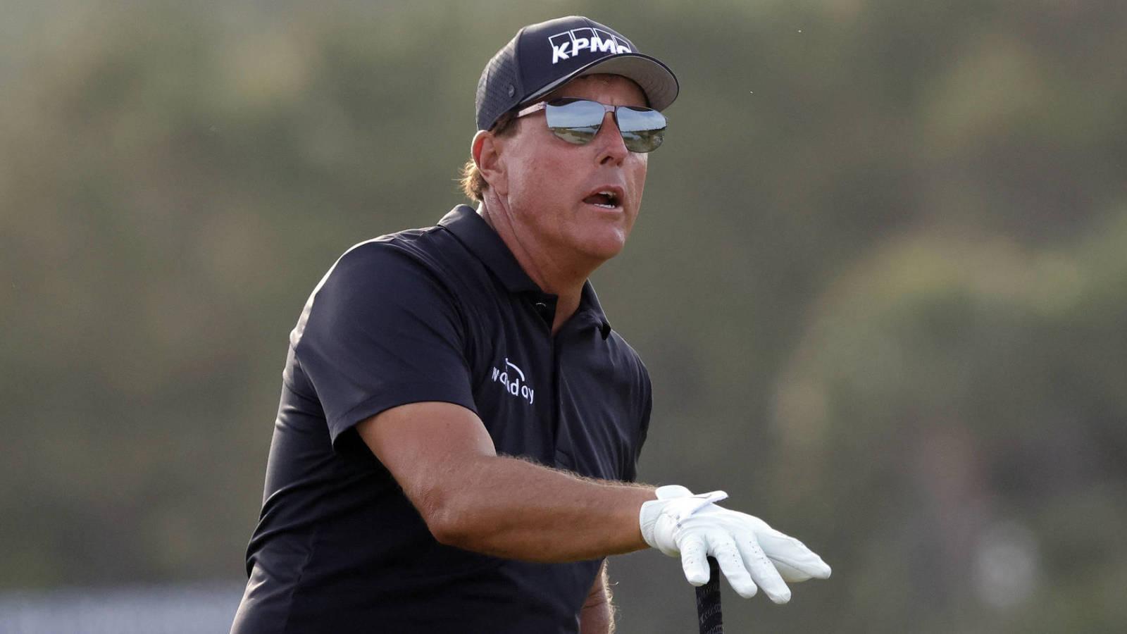 Phil Mickelson persigue una gran historia a los 50 años con gafas de sol