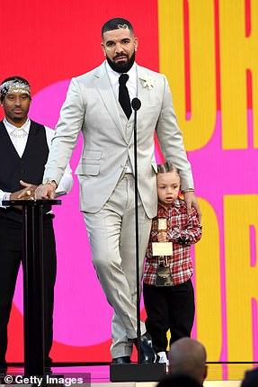 Cumplido: Drake recibió el premio Artista de la década