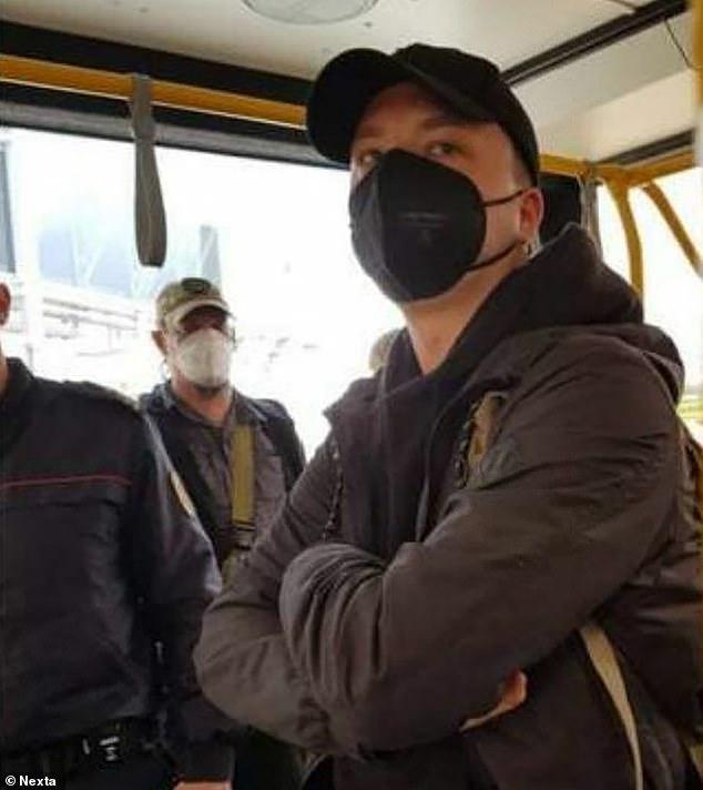Un vuelo de Ryanair se vio obligado a aterrizar en Bielorrusia tras una 'falsa amenaza de bomba' que supuestamente se utilizó como una táctica para arrestar a un activista de la oposición Roman Protasevich (en la foto)