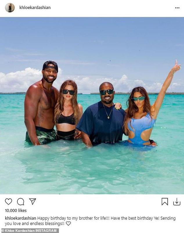 Para mi BIL: El rapero convertido en diseñador de moda Kanye West cumplió 44 años el martes.  Y la familia de su ex esposa, Kim Kardashian, de 40 años, se apresuró a llegar a las redes sociales para desearle lo mejor al cantante de Stronger.  'Feliz cumpleaños Feliz cumpleaños a mi hermano de por vida !!!  ¡Que tengas el mejor cumpleaños Ye!  ¡¡Enviándote amor y bendiciones infinitas !! '  dijo Khloe, 36