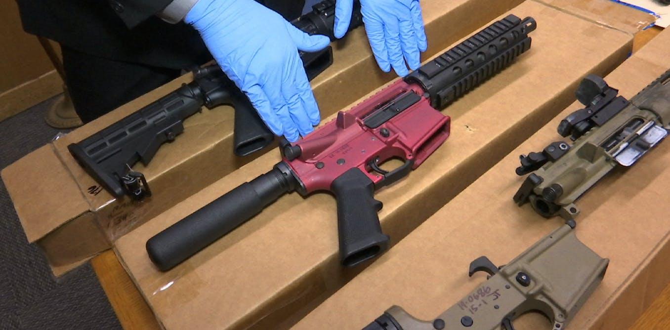 ¿Qué son las 'armas fantasma', un objetivo del esfuerzo contra el crimen de Biden?