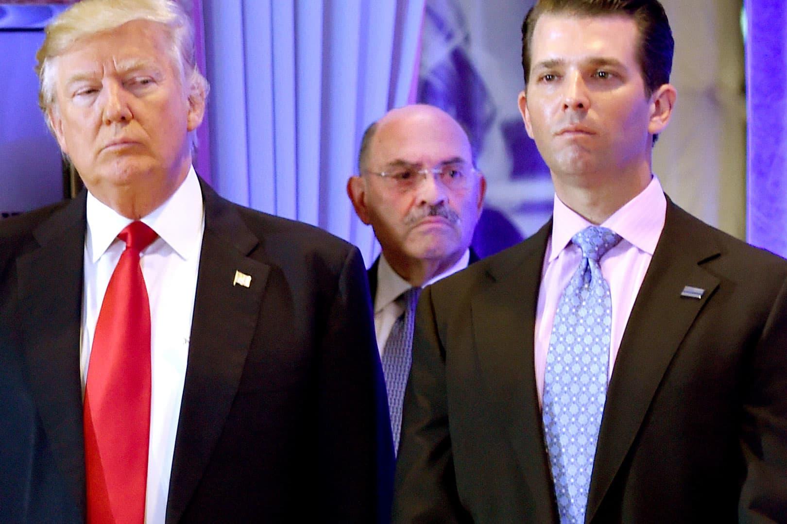 Abogados de Trump advirtieron por el fiscal de distrito de Manhattan sobre posibles cargos penales contra la Organización Trump, el director financiero Allen Weisselberg