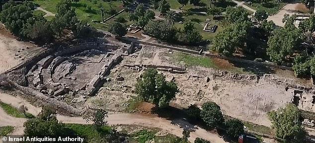 En la imagen: una vista aérea de la basílica de Ashkelon.  Los arqueólogos de la IAA están trabajando para restaurar la estructura, destruida por el terremoto del 363, y abrirla al público.