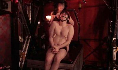 Zack Weiner, de 26 años, un guionista y actor fue captado en un video involucrado en BDSM