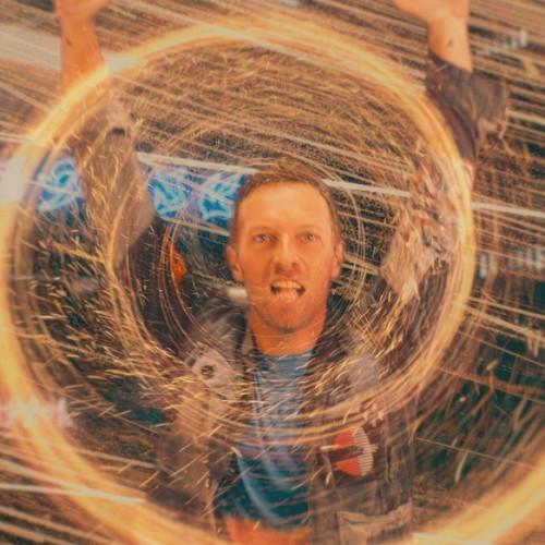 Coldplay se presenta en un planeta alienígena en el video musical de Higher Power