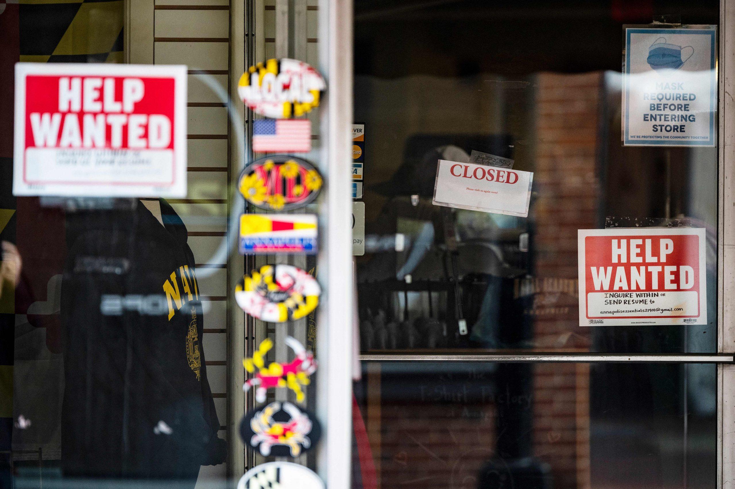 El desempleo de larga duración está cayendo por primera vez durante la pandemia