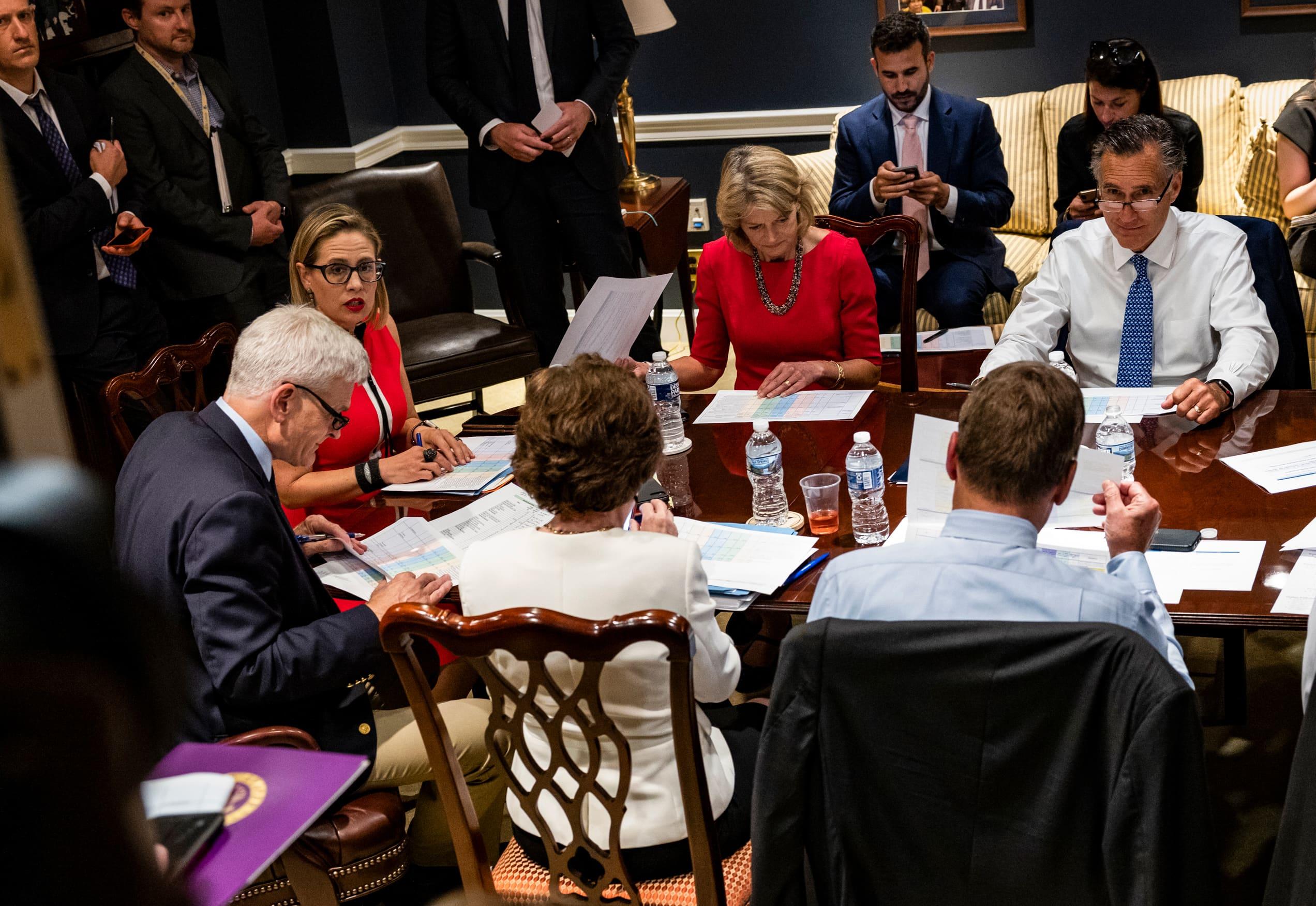 El grupo bipartidista del Senado llega a un acuerdo de infraestructura sin aumentos de impuestos, pero los líderes aún deben firmar