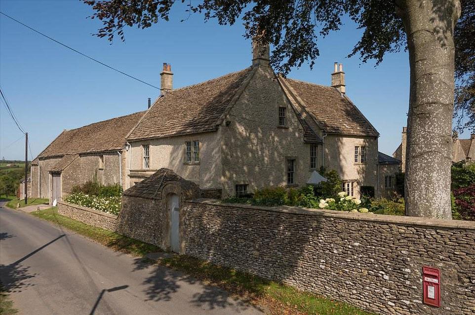 A la venta: el antiguo nido de amor de Hugh Grant, que compartió con su ex Elizabeth Hurley, ha sido puesto de nuevo en el mercado por £ 2,85 millones.