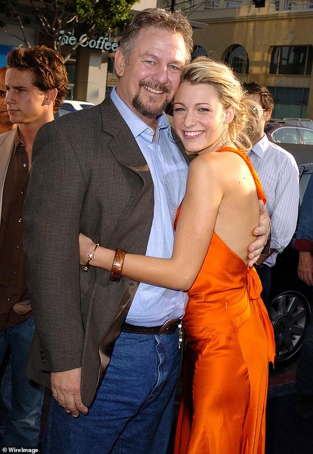 El padre de Blake Lively, el actor Ernie Lively, ha fallecido.Su familia dijo el miércoles que falleció por complicaciones cardíacas el jueves 3 de junio en Los Ángeles (aparece en la foto con Blake en 2005).