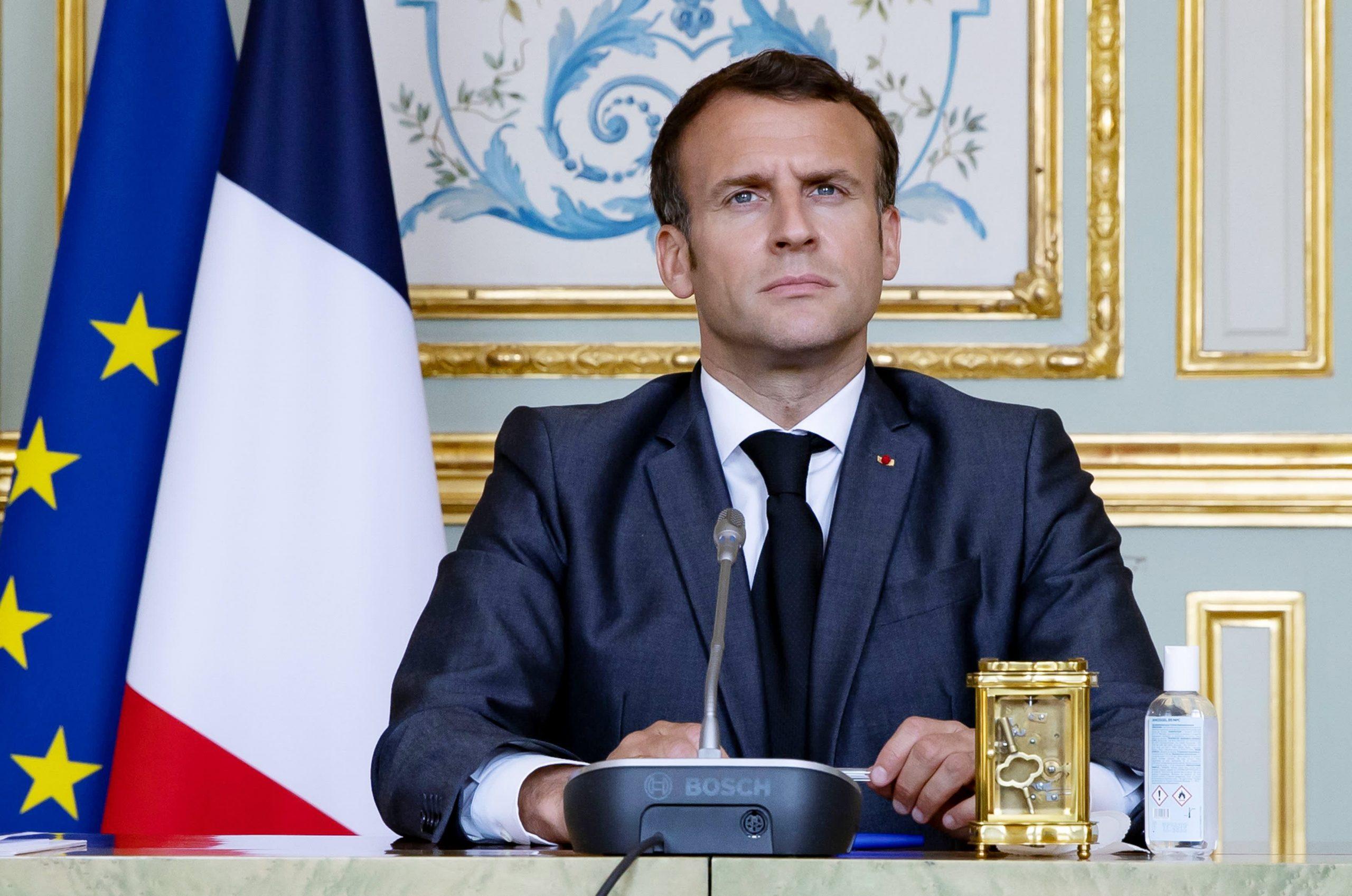 El presidente francés Emmanuel Macron abofeteado, dos personas arrestadas