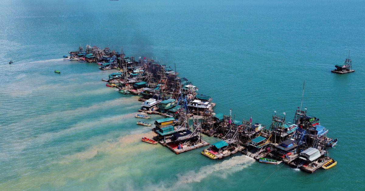 En imágenes: Extracción de estaño del mar en Indonesia