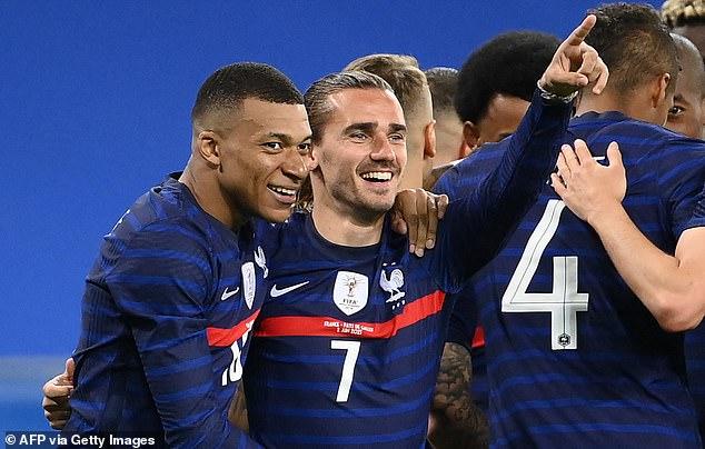 Los franceses Kylian Mbappé y Antoine Griezmann buscarán florecer nuevamente esta noche