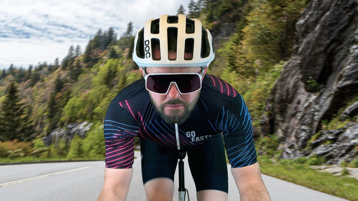 Go Faster tiene como objetivo llevar la nivelación al mundo real con camisetas desbloqueadas al ir más rápido