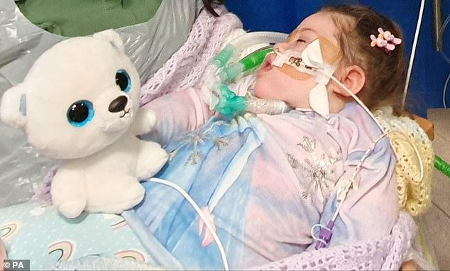 Alta Fixsler (en la foto) sufrió una lesión cerebral grave al nacer y sus médicos dicen que no puede respirar, comer ni beber sin un tratamiento médico sofisticado.