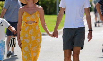 Ivanka Trump fue vista aprovechando al máximo el calor de Miami el sábado mientras salía con un vestido amarillo recortado a dar un paseo con su esposo Jared Kushner y sus tres hijos.