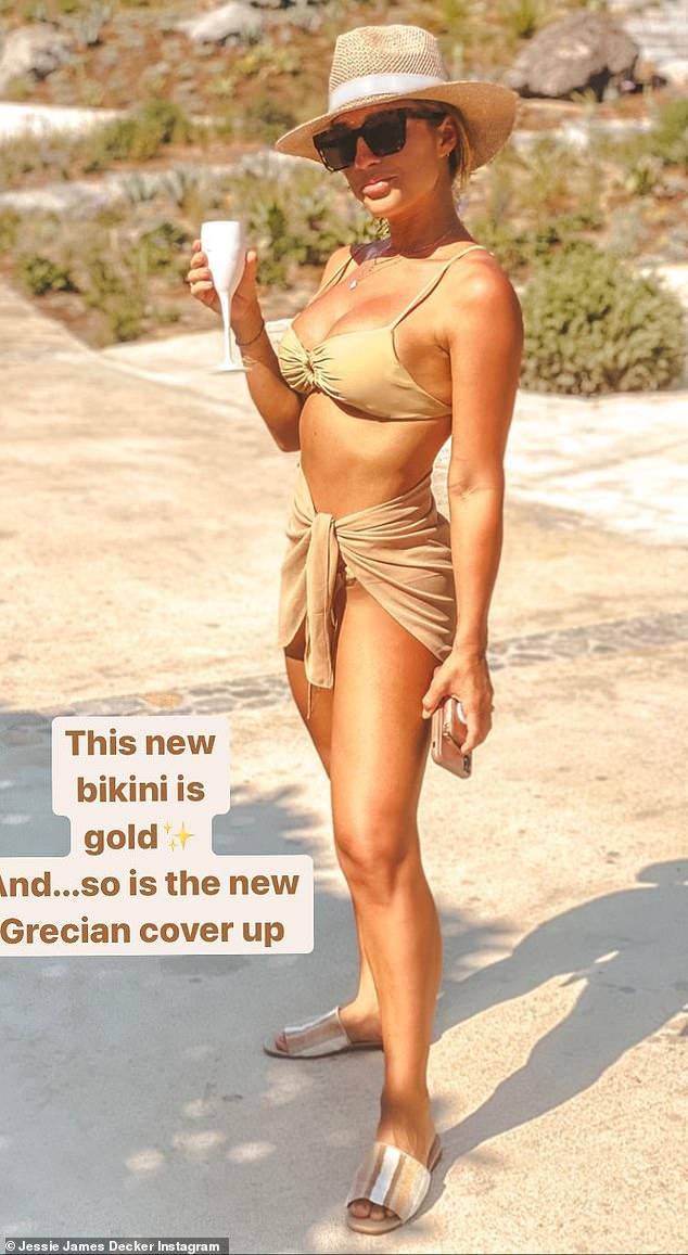 En Italia ahora: Jessie James Decker ha estado disfrutando de unas pintorescas vacaciones en el Mediterráneo con su familia durante todo el mes.  Y el viernes, la cantante de country de 33 años compartió con los fanáticos que han saltado de un país a otro mientras iban de Grecia a Italia.