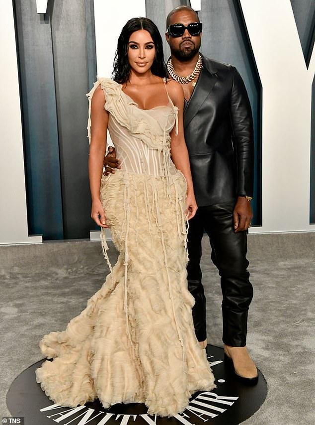 Aprovechándolo al máximo: una fuente le dijo recientemente a People que Kim Kardashian estaba 'muy bien' después de separarse de Kanye West;  los dos se muestran en 2020