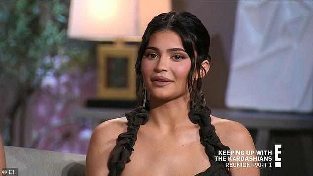 ¿Campanas de boda?  Kylie Jenner insiste en que 'no está pensando' en el matrimonio 'en este momento' a pesar de haber reavivado recientemente con su papá Travis Scott