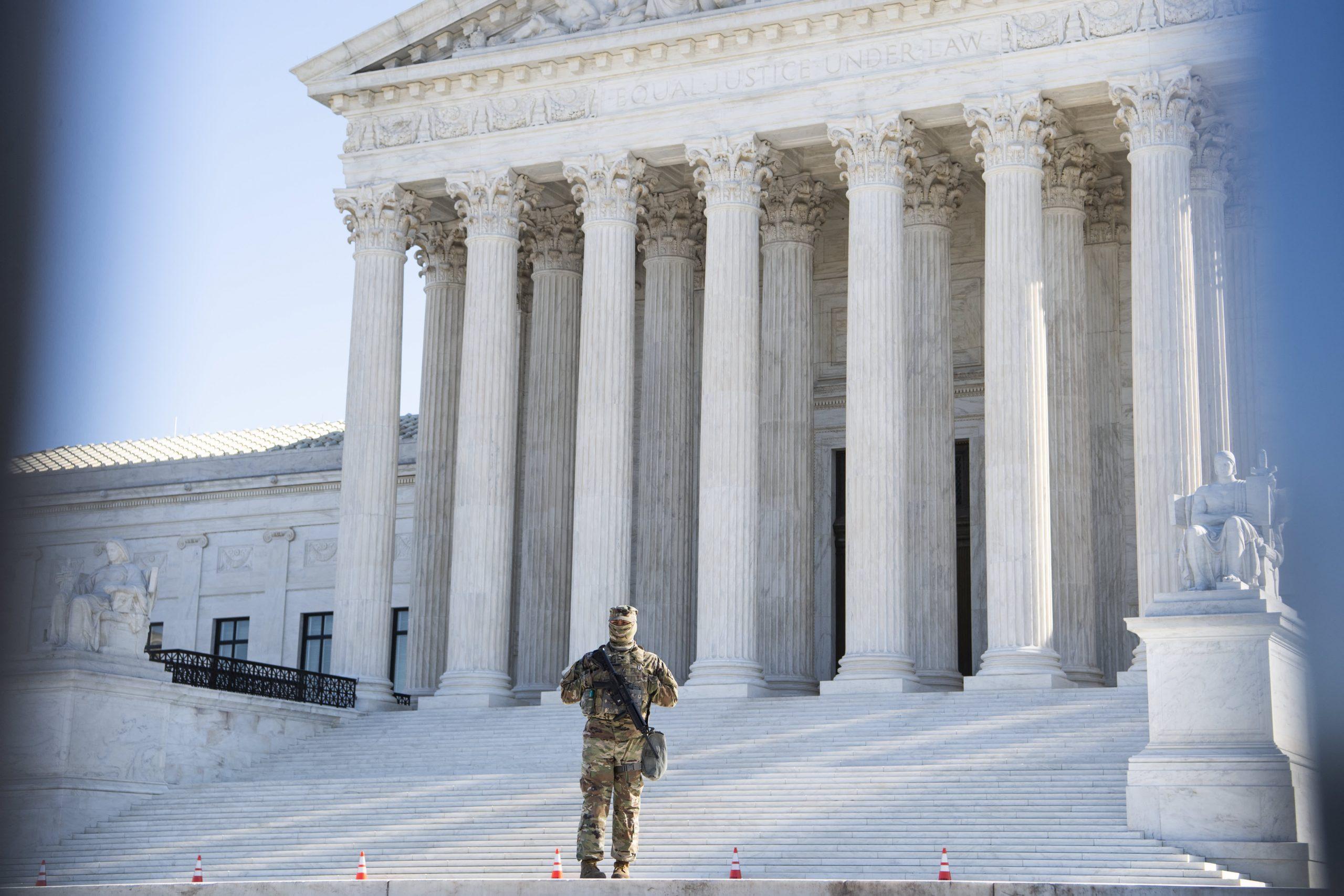 La Corte Suprema no escuchará el caso que argumenta que el registro militar discrimina contra los hombres