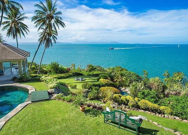 Dentro de la nueva mansión de la estrella de la AFL Fraser Brown: la estrella del deporte derrocha la friolera de $ 8.25 millones en una impresionante casa frente al mar en Port Douglas