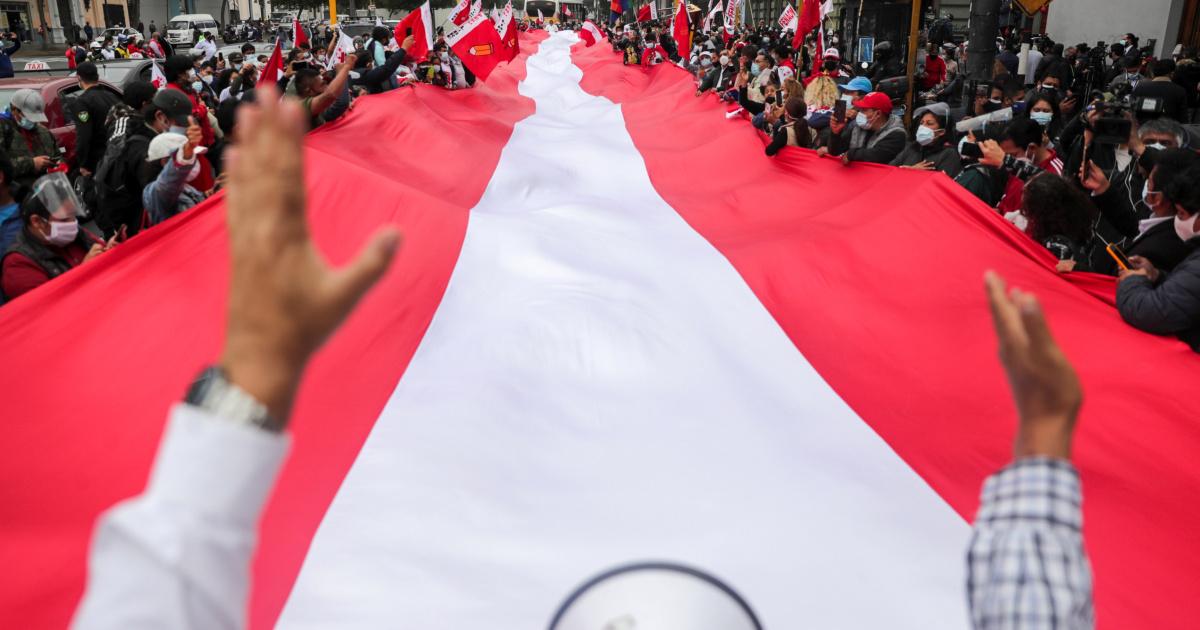 La polarizada segunda vuelta presidencial de Perú aún está demasiado cerca para ser convocada