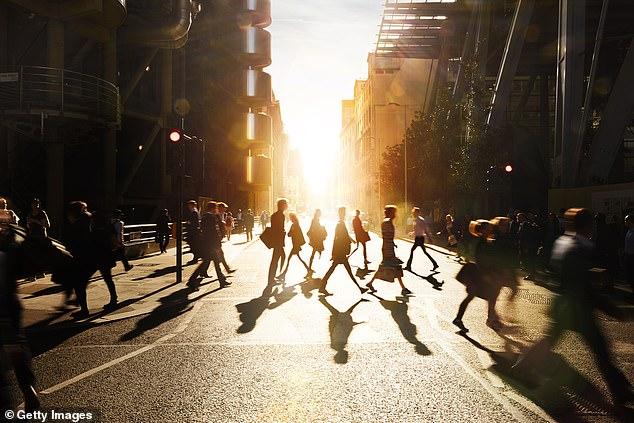 La cultura que rodea a la raza humana ahora la está ayudando a evolucionar más rápidamente como especie que los cambios en nuestra genética, afirma un nuevo estudio.
