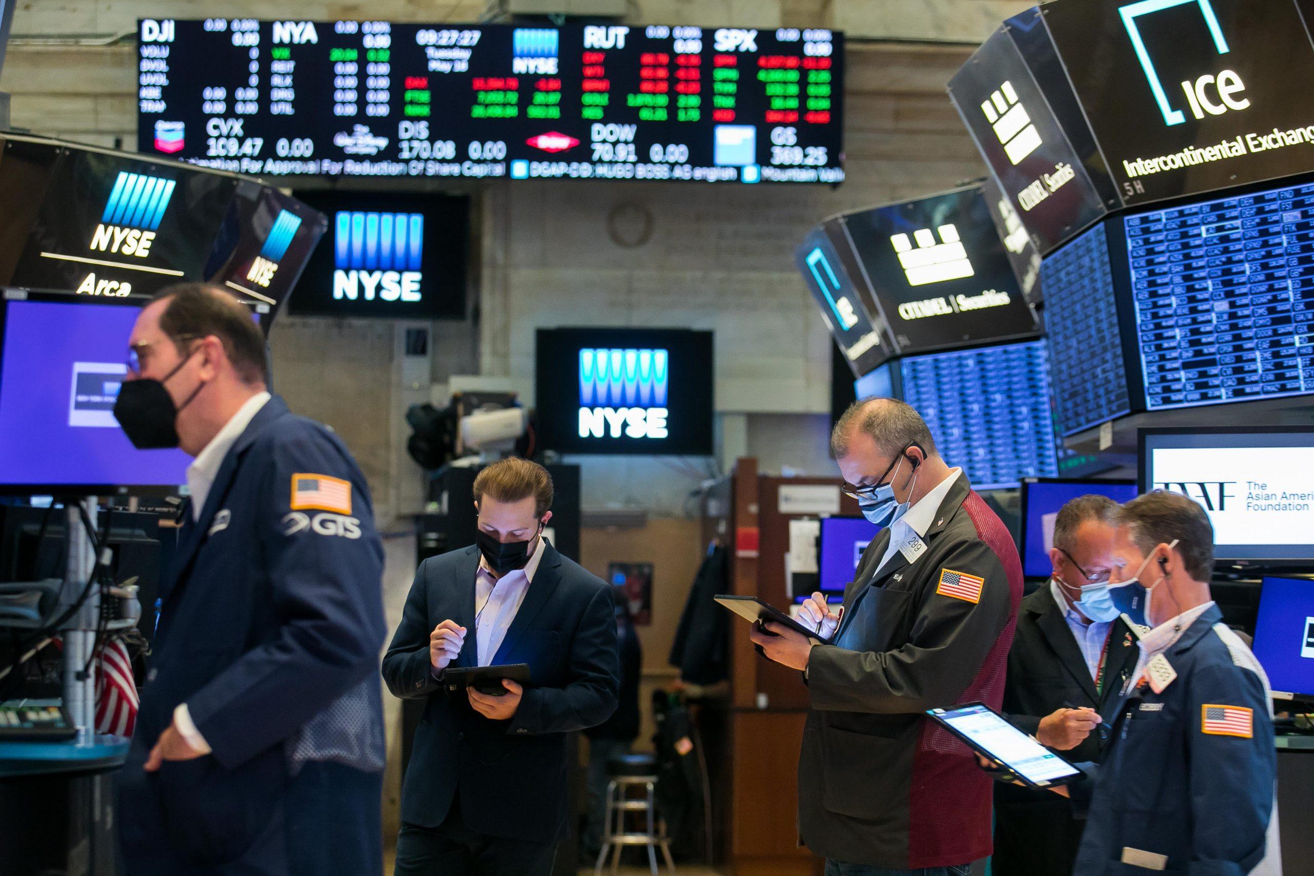 Los futuros de acciones están planos para comenzar la semana con el S&P 500 a solo pulgadas de un récord