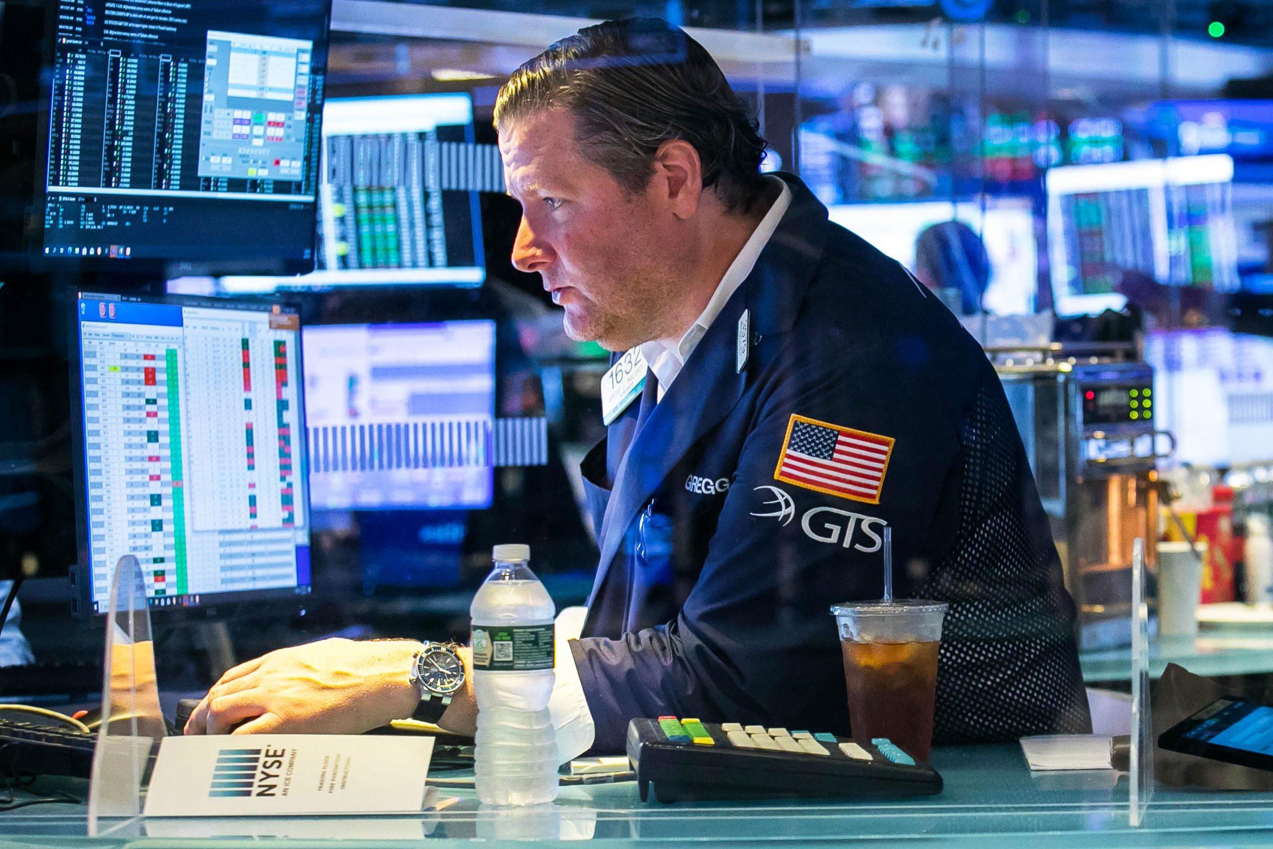 Los futuros de acciones se mantienen planos mientras el S&P 500 se ubica en un récord, Wall Street está listo para comenzar la segunda mitad de 2021