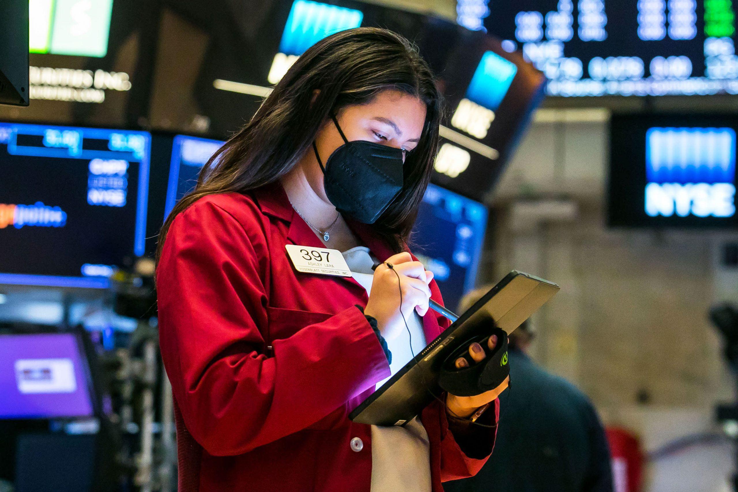 Los futuros de acciones se silenciaron después de que Dow comenzara una semana a la baja