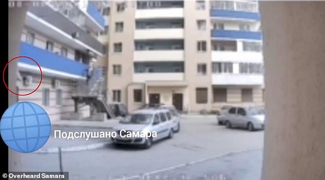 Las imágenes muestran a Anastasia, de tres años, lanzándose desde el balcón y aterrizando en el suelo fuera de su edificio de apartamentos en Saratov, suroeste de Rusia.