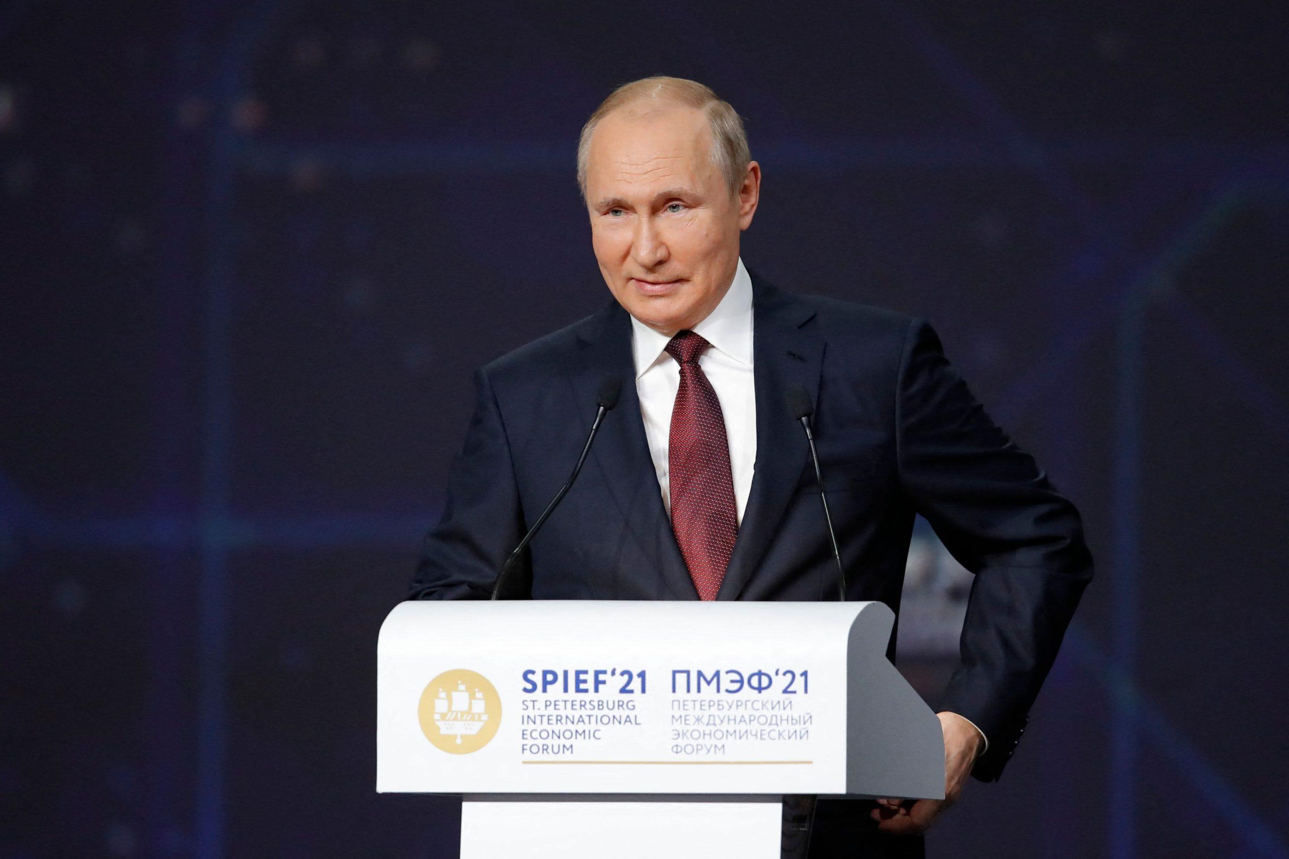Putin dice que los extranjeros pueden vacunarse contra Covid en Rusia por una tarifa