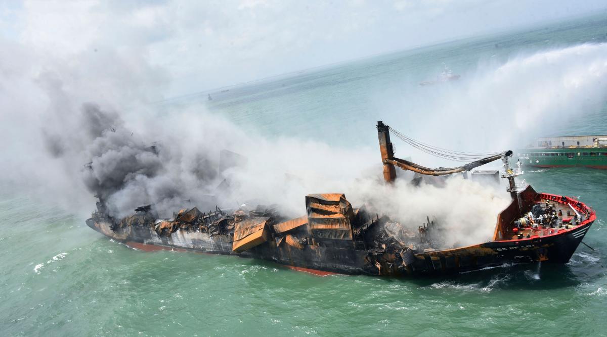Registrador de datos recuperado de un barco incendiado que se hundió frente a Sri Lanka