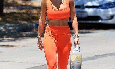 Impresionante: Rita Ora se veía increíble mientras tomaba el sol en un paseo por la tarde en Los Ángeles.