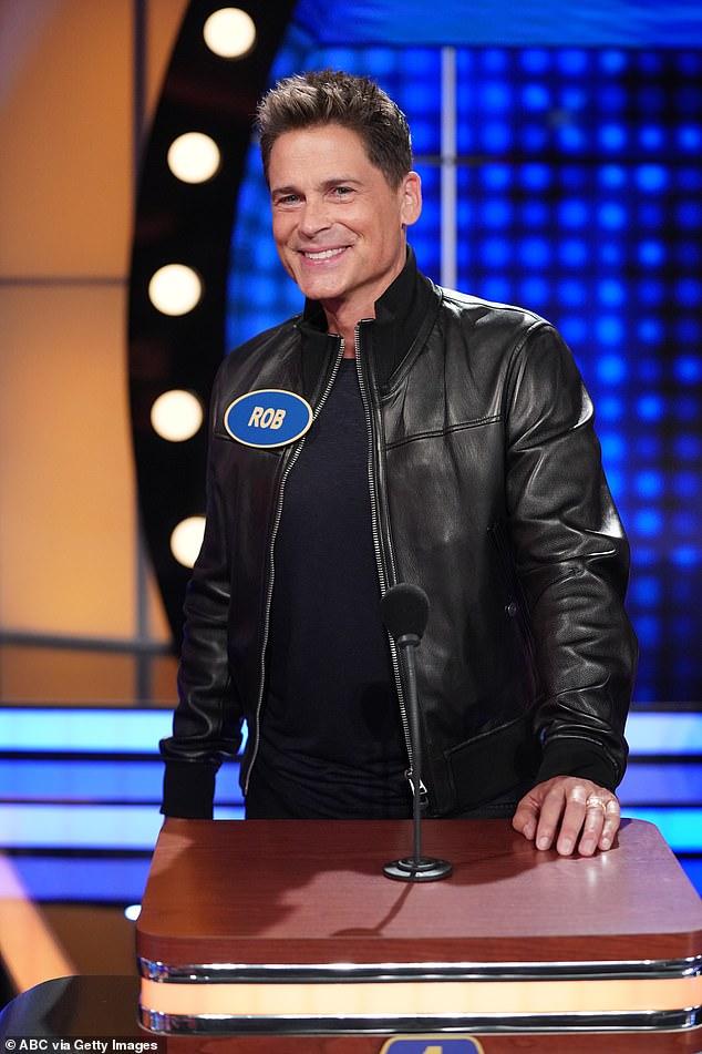 Bonito regalo: Rob Lowe demostró ser capaz de guardar un secreto cuando sorprendió a su esposa Sheryl Berkoff con la oportunidad 'soñada' de competir en Celebrity Family Feud.