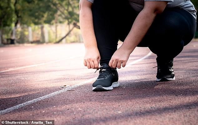 Las personas obesas que hacen ejercicio con regularidad todavía tienen un mayor riesgo de diabetes, enfermedades cardíacas, accidentes cerebrovasculares y enfermedades respiratorias, advirtió un estudio (imagen de stock)