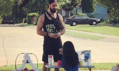 Seth Rollins se vuelve viral después de visitar el puesto de limonada de Little Girl