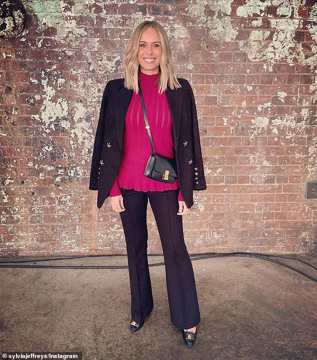 Opinión controvertida: Mientras Sydney entra en un encierro de siete días, Sylvia Jeffreys (en la foto) ha compartido una opinión controvertida sobre la peluquería Joh Bailey infectada con COVID-19.