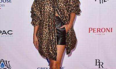 Belleza: Vanessa Hudgens mostró su lado salvaje con una blusa larga de leopardo, que mantuvo desabrochada para resaltar sus tonificados abdominales en el estreno de su nueva película Asking For It.