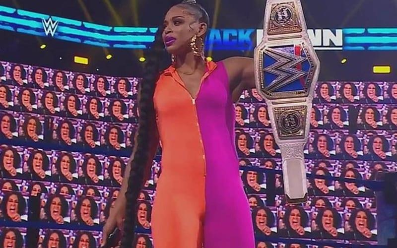 WWE agrega la lucha por el título femenino de SmackDown a Hell In A Cell