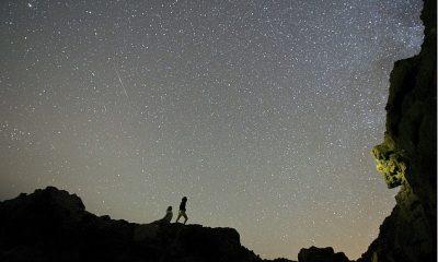 La lluvia de meteoros Delta Aquariids alcanzará su punto máximo el miércoles por la noche, proporcionando al Reino Unido un espectáculo de luces de hasta 20 'estrellas fugaces' cada hora.  En la imagen: un meteoro de las Delta Acuáridas atraviesa el cielo nocturno sobre las Islas Canarias en 2014